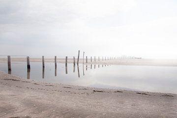 spiegelbeeld aan het strand van Saskia Staal