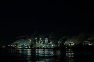 Nachtzicht op chemische plant
