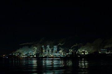 Nachtzicht op chemische plant von PF Snel