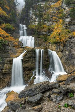 Kuhflucht waterfalls in Bavaria in autumn van