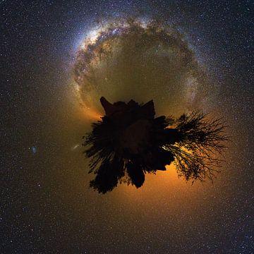 Planeet Isalo met de Melkweg van Dennis van de Water
