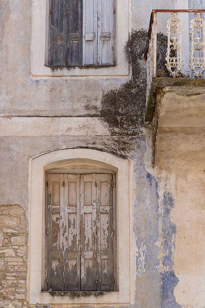Oude deur op Samos van Elly Damen