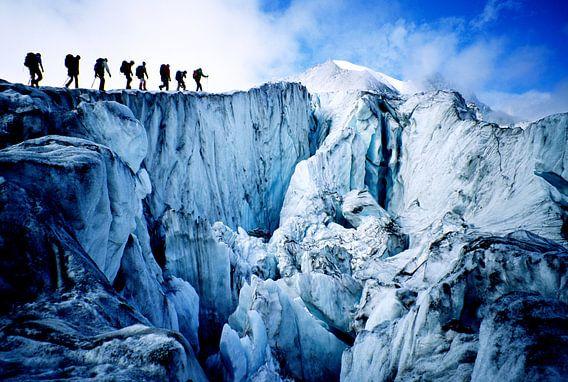 Les alpinistes traversent le glacier de Moiry, un glacier des Alpes suisses
