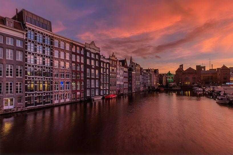 Zonsondergang in Amsterdam van Costas Ganasos