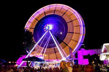 Ferris wheel at funfair in Eindhoven, Brabant, Holland sur Natasja Tollenaar