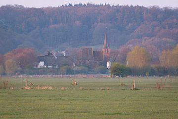 Kirche von Persingen am frühen Morgen von Femke Straten