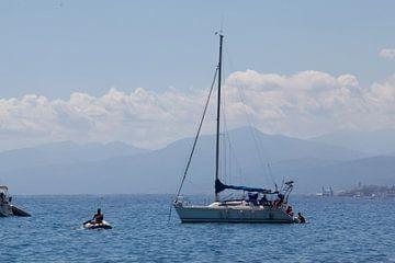 Bootje varen op Corsica van Kees van Dun