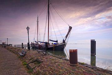 zeilschip aan de kade van Volendam sur