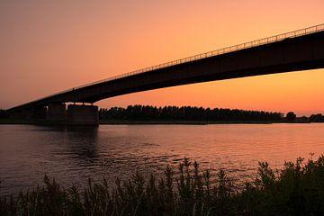 Zonsondergang brug Rhenen van Rick van de Kraats