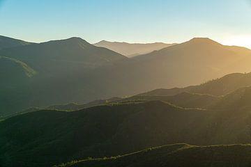 Sonnenuntergang im Gebirge von Robert de Boer