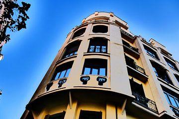 Madrid - gebouw expressieve kleuren van Wout van den Berg