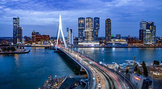 Skyline Rotterdam by Night  - Rotterdams Finest !  Kleur