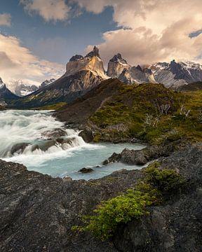 Waterval in Torres del Paine van Stefan Schäfer
