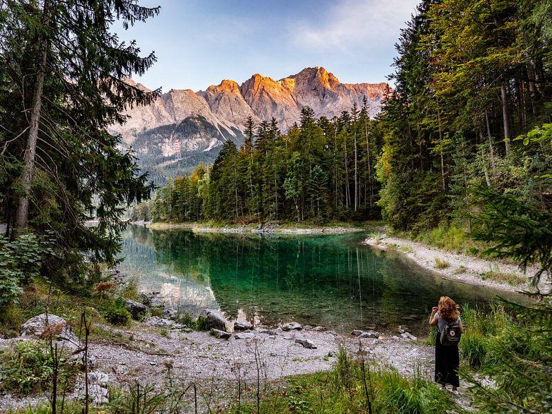 Alpenglühen auf der Zugspitze von Uwe Ulrich Grün