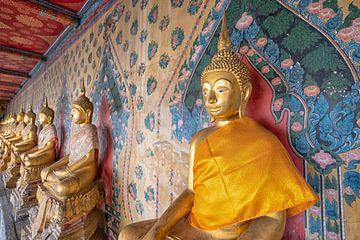 Bouddha en or dans un temple en Thaïlande sur Bernd Hartner