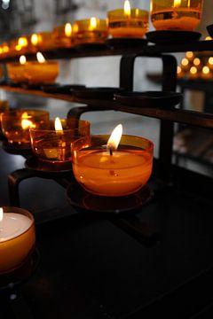 Bougies dans une église sur Marvin Taschik