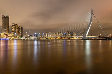 Le pont Erasmus de Rotterdam illuminé sur Cindy van der Sluijs