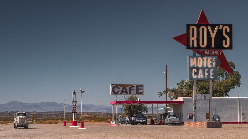 Roy`s Tankstelle  an der Route 66 van Kurt Krause