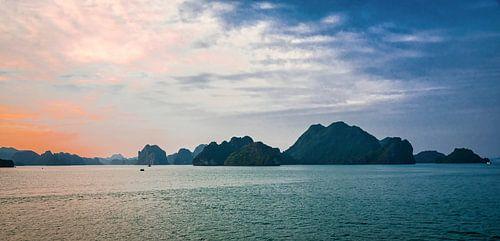 Avond in Ha Long Bay, Vietnam