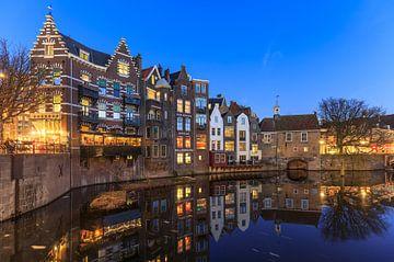 Delfter Hafen in Rotterdam während der Blauen Stunde. von Claudio Duarte