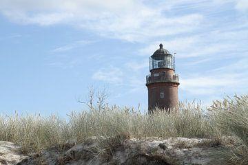 Durch die Dünen geschaut: Der Leuchtturm auf dem Darss II von Anja Bagunk