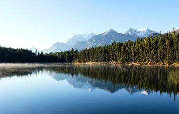 Weerspiegeling van de Canadese Rockies van Nathan Marcusse