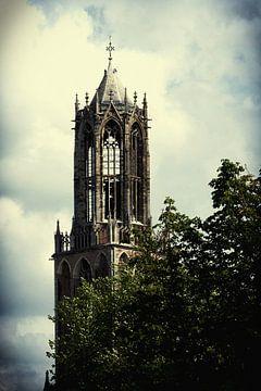 Domtoren Utrecht vanaf de Oudegracht in kleur van