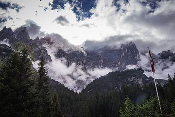 Bertop in den Wolken von Sasja van der Grinten