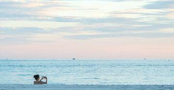 Between Sand and Sea van Annelies Martinot