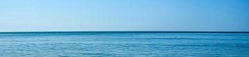 De zee, de uitgestrektheid (breedbeeldfoto)