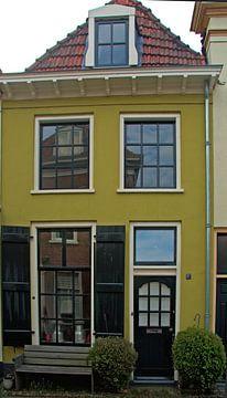 Het gele huis in de hanzestad Doesburg. van Jurjen Jan Snikkenburg