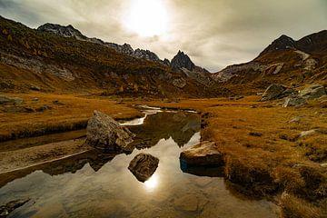 Spiegeling op het Campolungo - Ticino - Zwitserland van Felina Photography