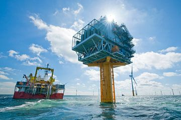 Offshore high voltage station with cable laying ship van Menno Mulder