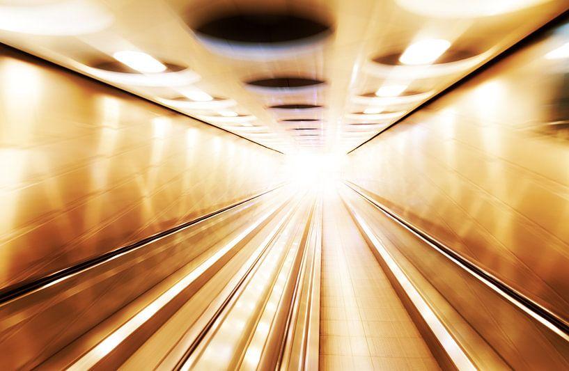Tunnel van licht van Dennis van de Water
