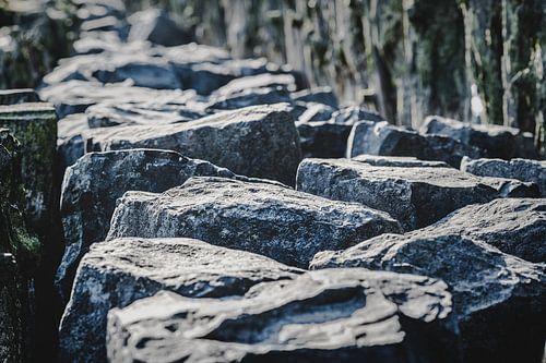 Basaltblokken lang de Nederlandse dijken