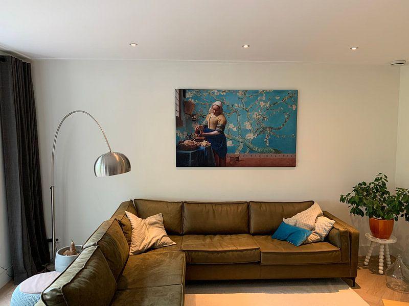 Klantfoto: Melkmeisje van Vermeer met Amandel bloesem behang van Gogh van Lia Morcus