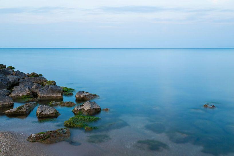 Rust - Strand en een prachtige blauwe gloed van Steven Dijkshoorn