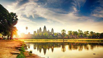 Zonsopgang Panorama bij Angkor Wat van Erwin Lodder