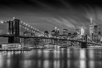 BROOKLYN BRIDGE Impressionen bei Nacht | Monochrom von Melanie Viola
