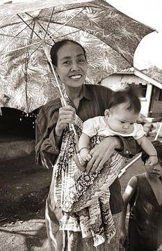 Woman with childe - Analoge Fotografie! von Tom River Art