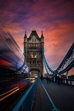 LONDON Tower Bridge am Abend von Melanie Viola
