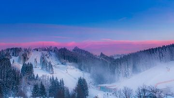 Bunter Sonnenuntergang in den Bergen von Kim Bellen