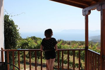 Verlangend uitzicht op de zee en Skiathos van ADLER & Co / Caj Kessler
