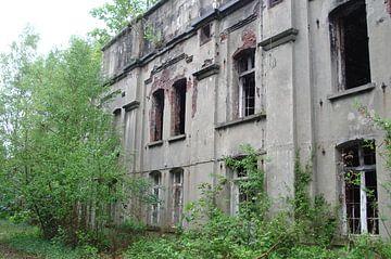 Old Building - Walem von Lyn Van Veldhoven