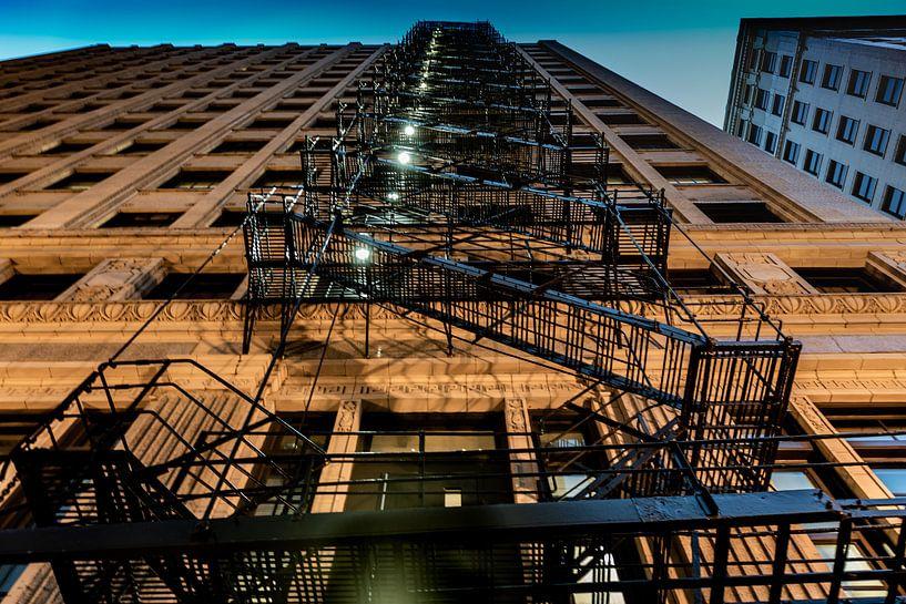 Brandtrappen langs een gevel in Chicago van Okko Huising - okkofoto