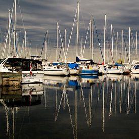 Reflectie van boten in de haven van Sandra van Kampen