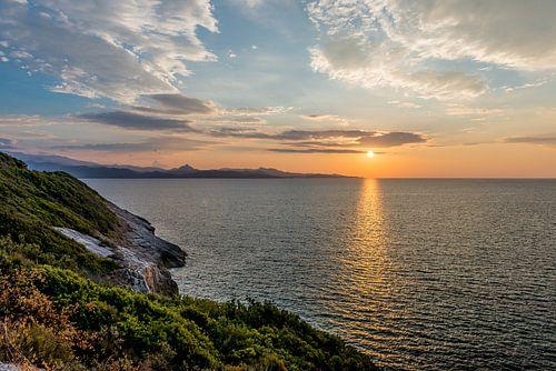 Ondergaande zon op Corsica