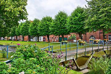 Grachtenidylle am Mittelburggraben in Friedrichstadt von Gisela Scheffbuch