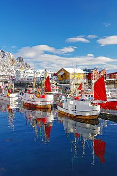 Fischerboote im Hafen von Svolvaer 2 von Reinhard  Pantke