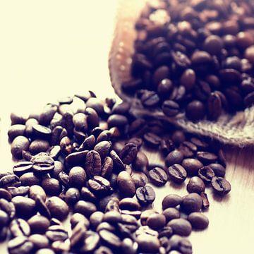 Kaffeebohnen im Jutesack von Tanja Riedel